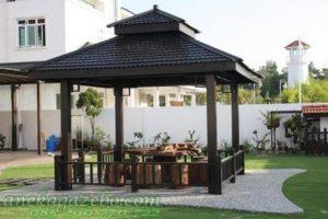 Gazebo Taman Rumah Besar